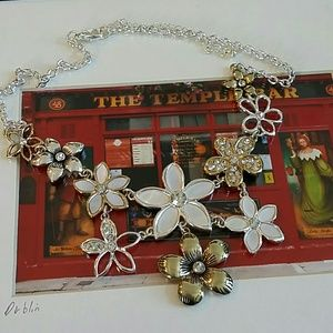 Beautiful Boutique Necklace NWOT